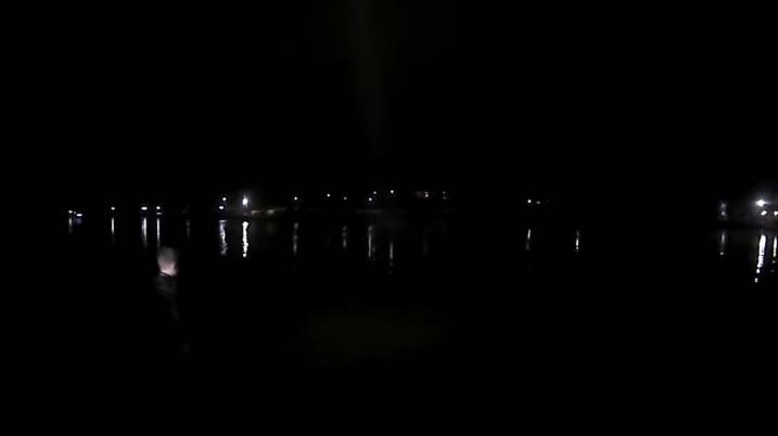 5 agentes de policía de Alabama rescatan a sospechoso del lago, cerca de Chick-fil-A