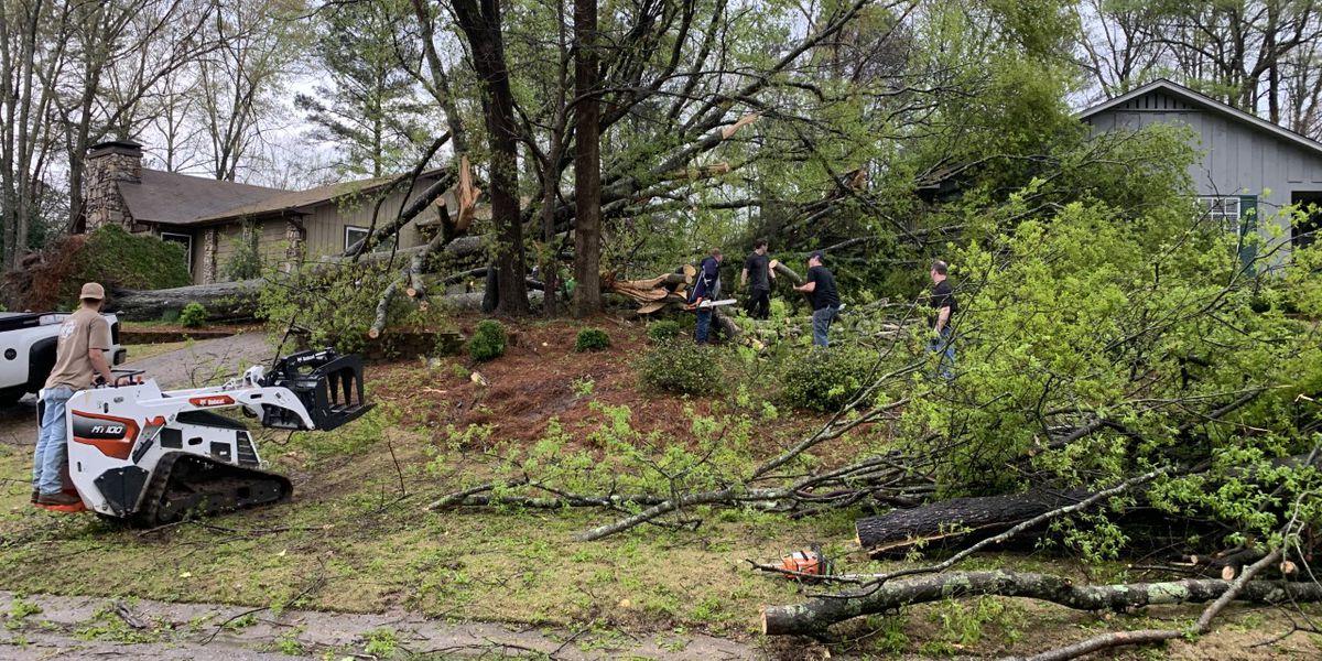 destrozos por fuerte clima en Alabama