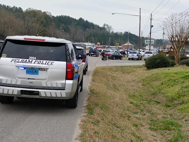 persecucion con auto robado termina en Pelham