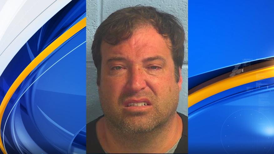 Joseph Cox acusado de violacion y abuso