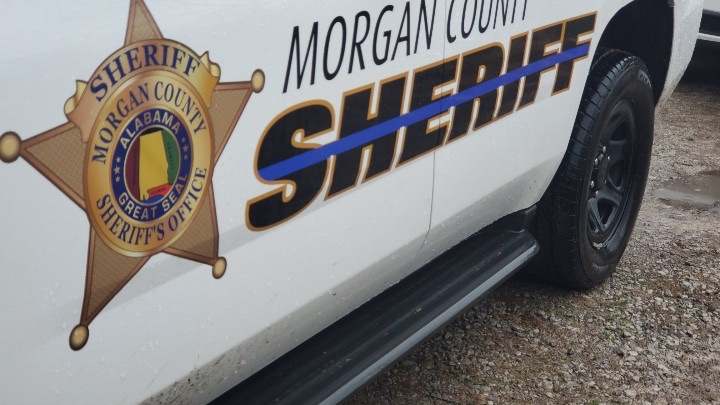 Recluso ataca a oficial correccional del condado de Morgan