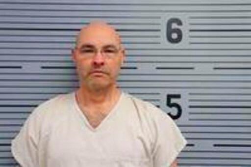exoficial acusado de poseer pornografia infantil