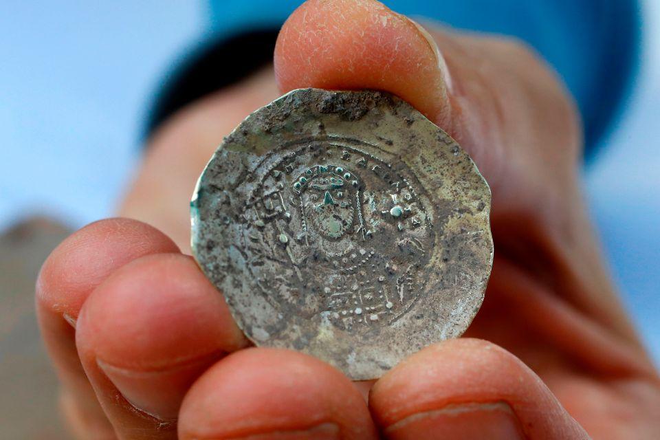 hallazgo de monedas antiguas