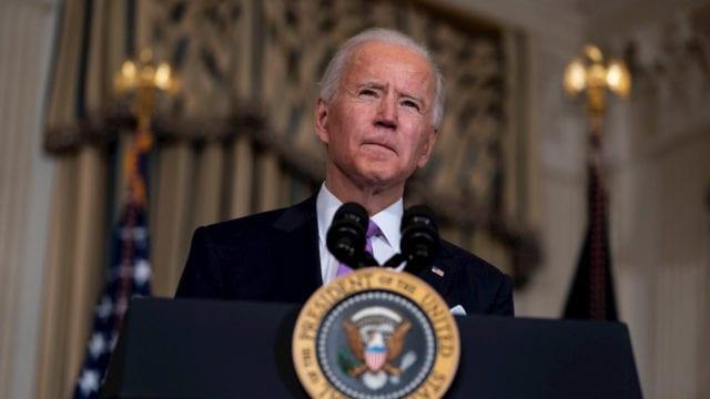 Biden firma una ley para acabar con los crímenes de odio contra los asiáticos