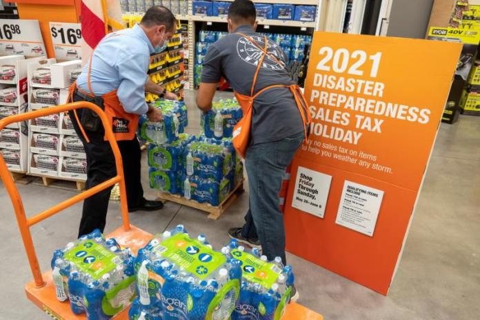 Florida se moviliza ante temporada de huracanes con suministros sin impuestos