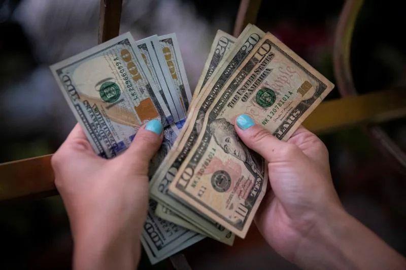 Fondo de ayuda entrega en su primer año 60 millones de dólares a inmigrantes