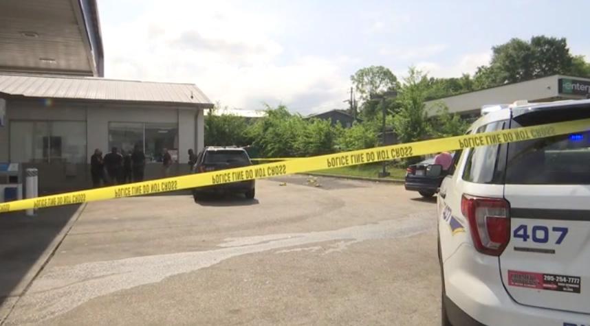 1 hospitalizado tras tiroteo en gasolinera Chevron en Birmingham