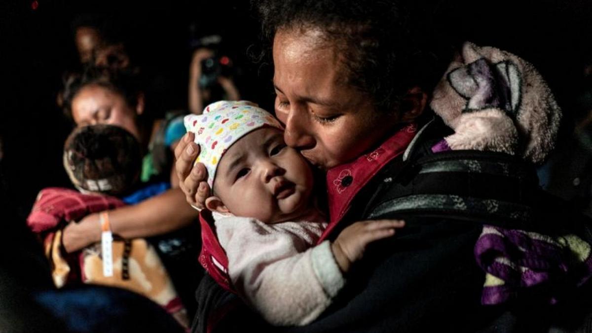 EE.UU. ha permitido la entrada a 10.000 solicitantes de asilo desde México