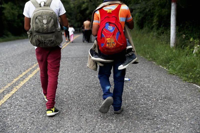 Jóvenes inmigrantes se hacen pasar por menores de edad para quedarse en EEUU