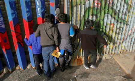 El Gobierno Biden avanza lentamente en la reunificación de familias migrantes