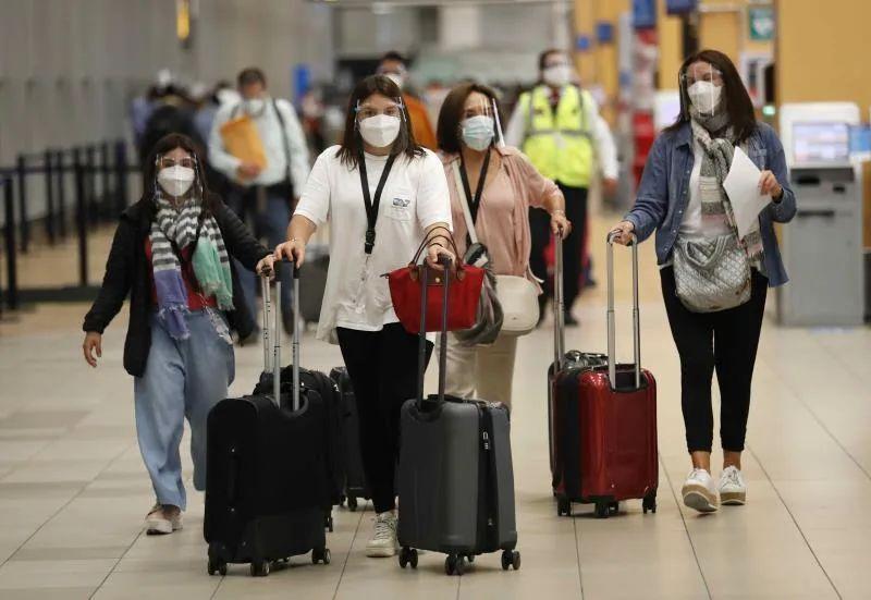 EEUU flexibiliza sus recomendaciones para viajar a 60 países