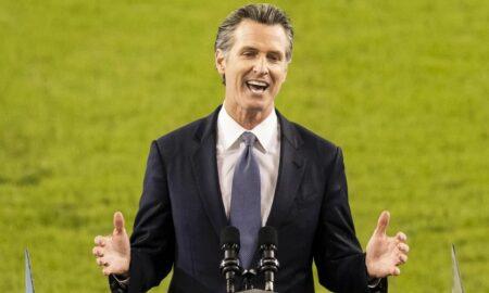 Instan al gobernador de California a firmar ley de apoyo para asilados