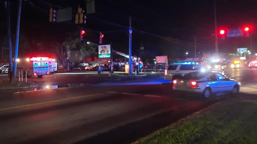 Automóviles quemados cerca de Wing Master en Center Point