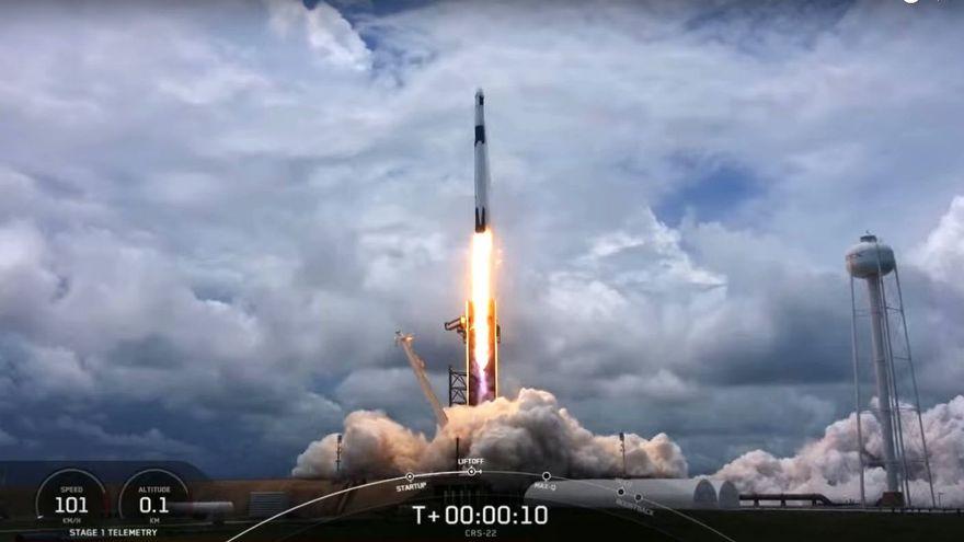 La cápsula Dragon inicia una misión de abastecimiento a la Estación Espacial