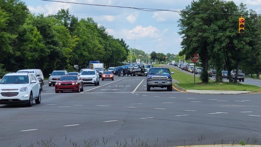 """Motociclista en estado """"grave"""" después de estrellarse en Lakeshore Parkway"""