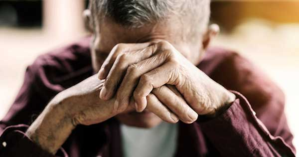 Conozca las señales del abuso de ancianos