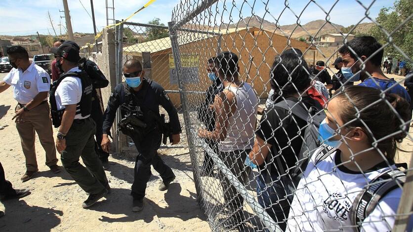 El gobernador de Texas anuncia que planea continuar la construcción del muro