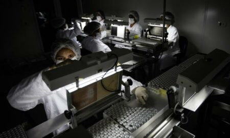 Científicos identifican posible nuevo tratamiento antiviral contra covid-19