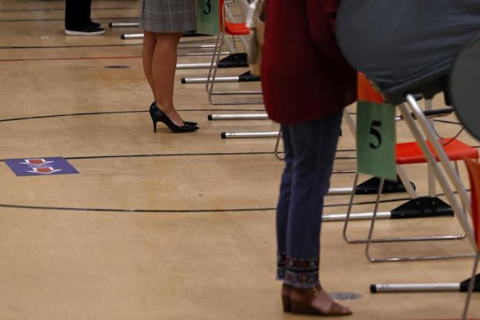 Grupos latinos presentan demanda contra ley que restringe a votantes en Texas