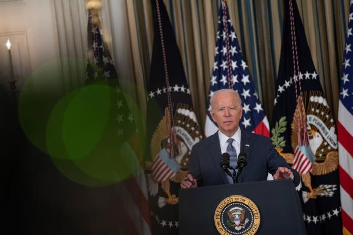 Biden elije al alcalde de Los Ángeles como nuevo embajador en la India