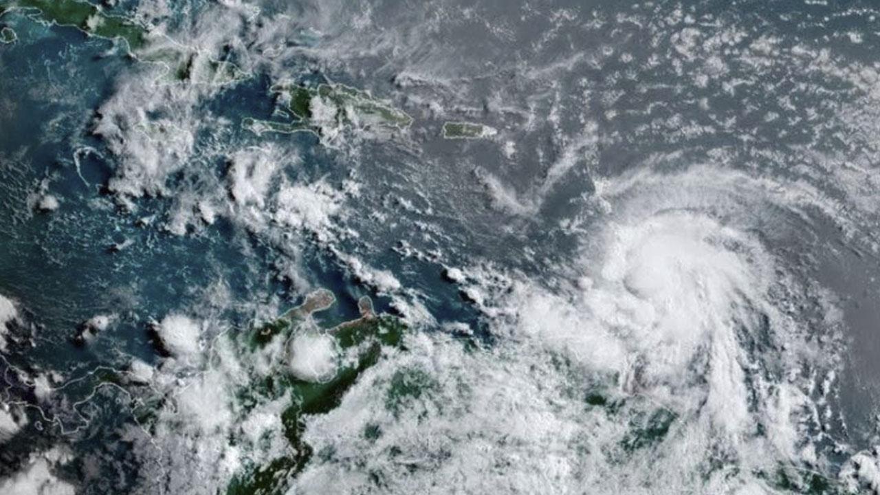 Elsa, a punto de volver a ser huracán, se aproxima a costa oeste de Florida