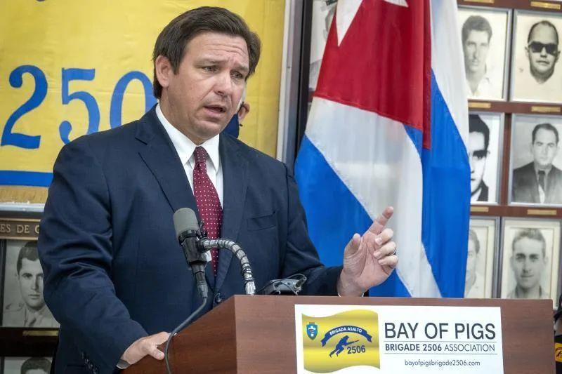 Gobernador de Florida firmará orden para que padres decidan sobre mascarillas