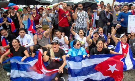 Con bloqueo vial, protestas y flotillas, cubanos de Miami apoyan a su pueblo