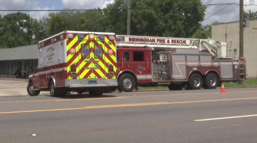 Ambulancia y camión de bomberos chocan en 1st Avenue N en Birmingham