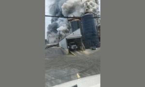 Incendio activo en la planta industrial de Hanceville