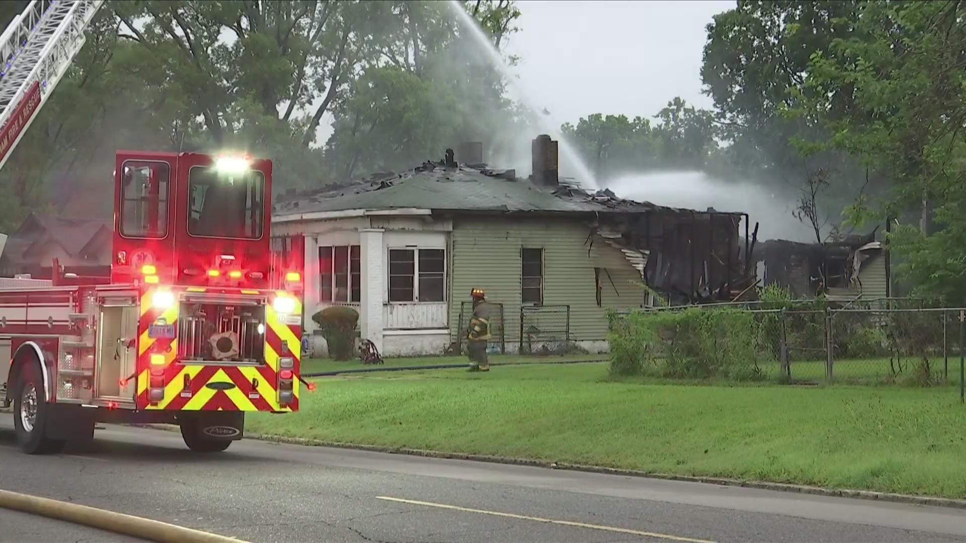 Bomberos contuvieron incendio en una casa en Ensley