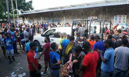 Unos 2.000 migrantes, muchos haitianos, siguen varados en sureste de México