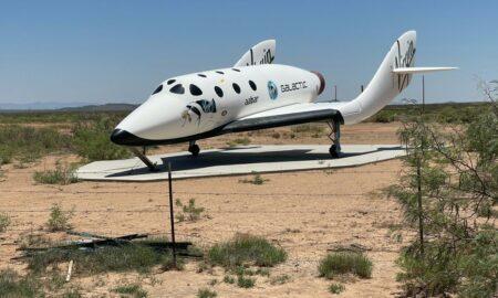 El millonario Branson cumple su sueño y llega al espacio en su propio avión