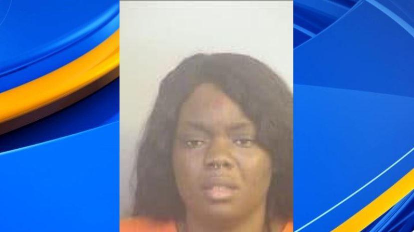 Mujer de Tuscaloosa arrestada por apuñalar a un familiar varias veces