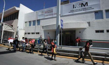 """El Gobierno mexicano pide a EE.UU. un """"trato digno"""" a los deportados"""