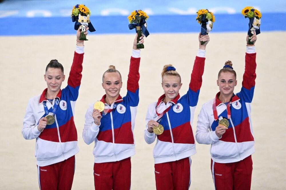 Biles se retira de la final, Rusia gana su primer oro por equipos