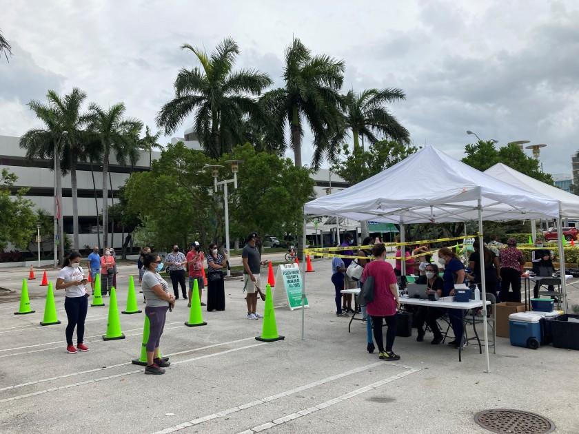 Pese a más hospitalizados en Florida, gobernador no ordena uso de tapabocas