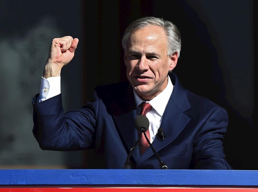 Jueza bloquea plan de Texas para detener vehículos que transportan migrantes