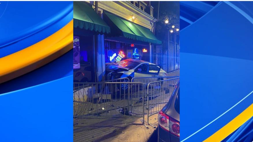 2 arrestados después de que un auto chocara contra el bar Zydeco en Birmingham