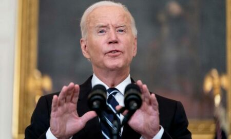 El control de vacunación de Biden genera fricciones en las empresas