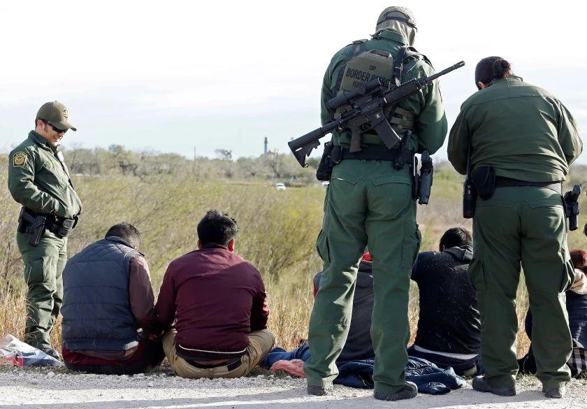 """Sistema de detenciones trata a los migrantes """"como si fueran criminales"""""""