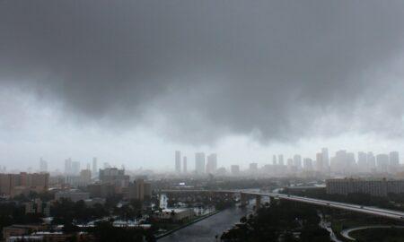 Nicholas se degrada a tormenta tropical en su avance por Texas