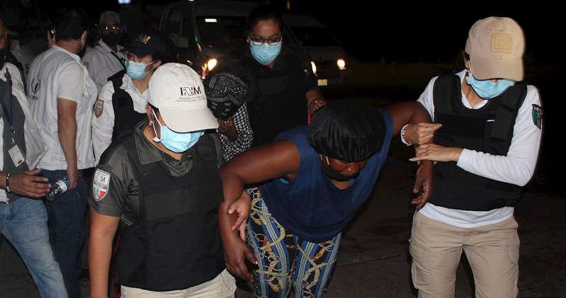 Agentes mexicanos desintegran en Chiapas la cuarta caravana migrante