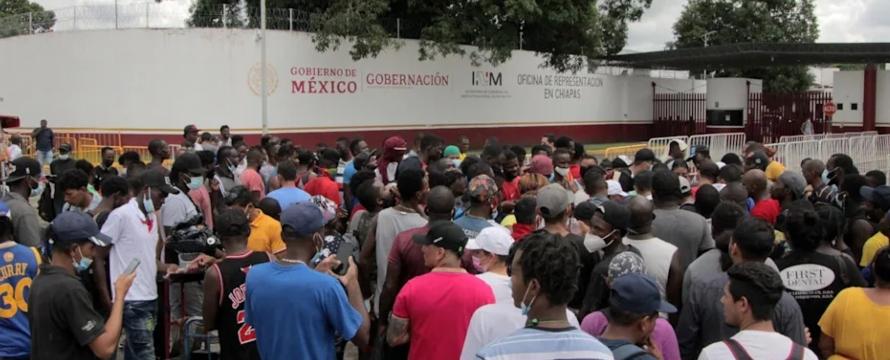 Migrantes marchan y realizan bloqueos en el sur de México