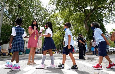 Nueva norma en Florida: los padres deciden si sus hijos hacen cuarentena