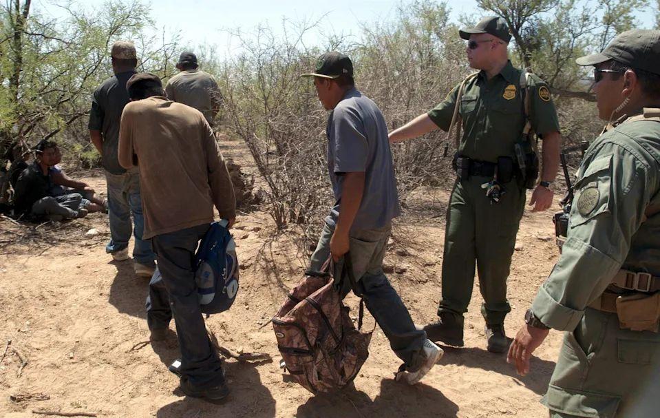 Agentes fronterizos rescatan a siete migrantes cerca de frontera con México