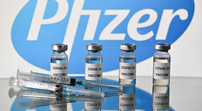 Expertos de la FDA apoyan una tercera dosis de Pfizer solo a mayores de 65