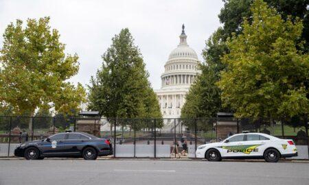 Una valla negra vuelve a rodear el Capitolio de EEUU ante protesta del sábado