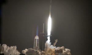NASA y SpaceX aplazan un día despegue de tercera misión comercial tripulada