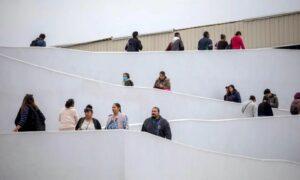 """Prevén un desastre humanitario en frontera con regreso de """"Quédate en México"""""""