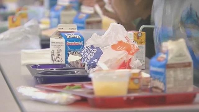 Problemas de la cadena de suministro de alimentos, obligan a los comedores escolares de Alabama a ser creativos